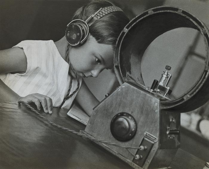 Aleksandr Rodčenko 07_Rodchenko, Radio-listener, 1929